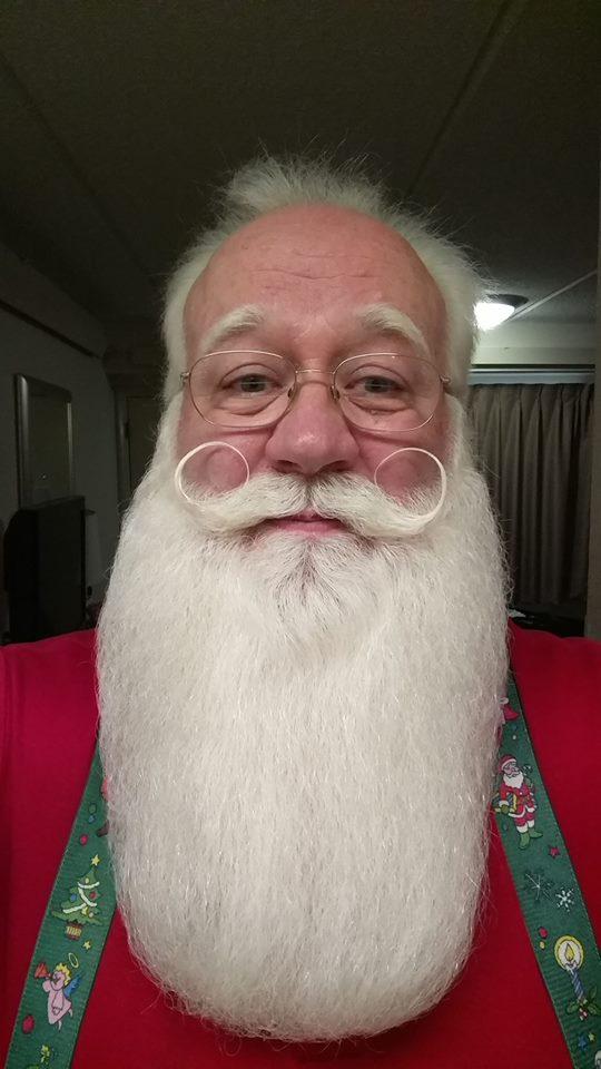Eric Schmitt-Matzen, a man who spreads joy as Santa Claus in Knoxville, TN, granted a dying 5-year-old boy's last wish. (Source: Eric Schmitt-Matzen/Facebook)
