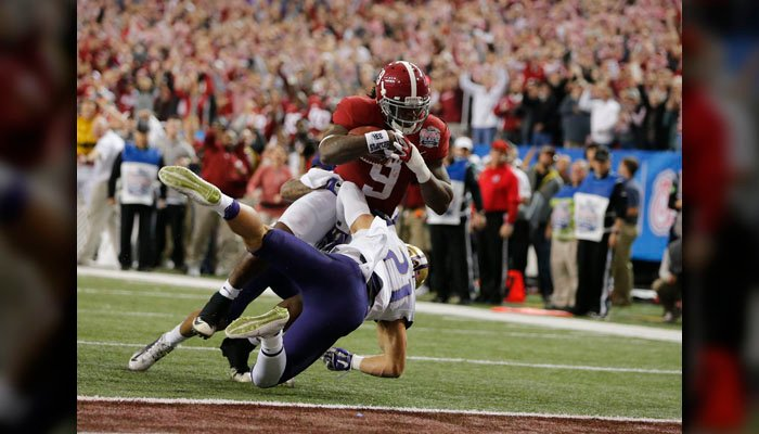 Alabama running back Bo Scarbrough (9) scores a touchdown against Washington defensive back Taylor Rapp (21) during the first half of the Peach Bowl NCAA college football playoff game, Saturday, Dec. 31, 2016, in Atlanta. (AP Photo/John Bazemore)
