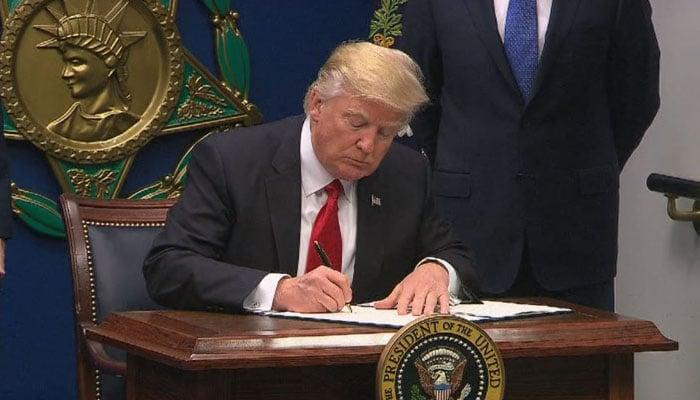 GOP Senators Blast Trump's Immigration Ban: 'It May Help Terror Recruitment'