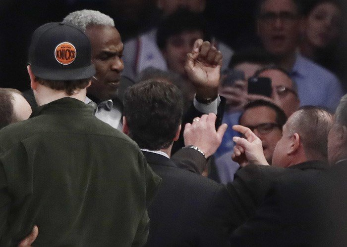 Former New York Knicks player Charles Oakley exchanges words with a security guard during the Knicks-LA Clippers game Wednesday, Feb. 8, 2017, in New York. (AP Photo/Frank Franklin II)