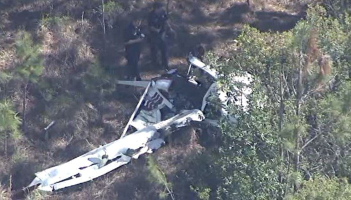 2 small planes collide mid-air in Florida, killing 2 people