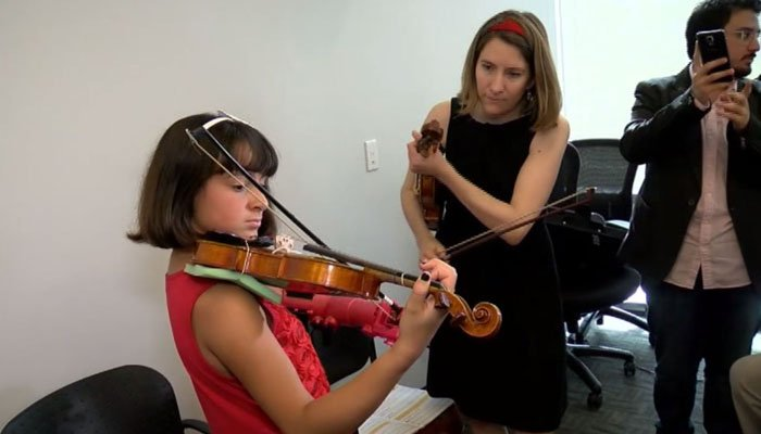 Isabella Cabrera, 10, has a new prosthetic to help her learn the violin. (Source: WJLA via CNN)