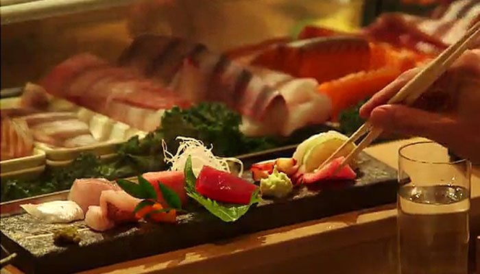 Eating sushi contaminated with a certain parasite is increasingly causing consumers to suffer abdominal pains. (Source: CNN)