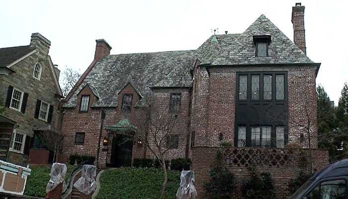 Obamas buy house they were renting in DC