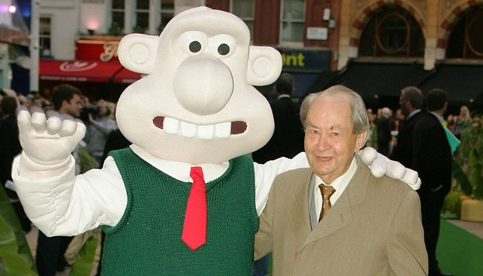 Peter Sallis poses with the character he voiced at the 2005 premiere of 'The Curse of the Were Rabbit. (Copyright AP/ Paul Ashby)