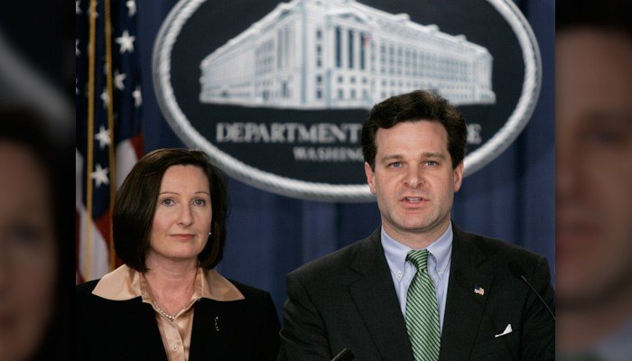 Assistant Attorney General, Christopher Wray, right, and Director of the Executive Office for U.S. Attorneys, Mary Beth Buchanan, hold a press conference, Wednesday, Jan. 12, 2005, in Washington. (AP Photo/Lawrence Jackson)
