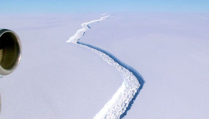 Antarctic Iceberg A Quarter The Size Of Wales Splits From Ice Shelf