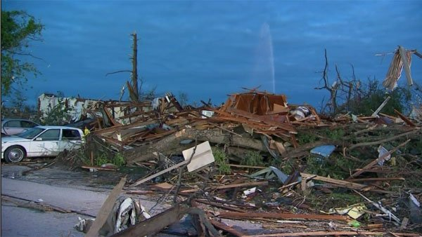 Tuscaloosa Mayor Walter Maddox said he doesn't know how anyone survived Wednesday's storm. (Source: CNN)