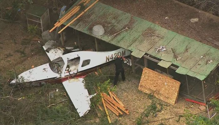 Pilot dies after crashing in Sacramento backyard