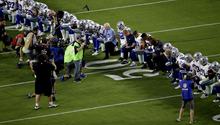 The gesture comes after an NFL weekend when more than 200 players sat or took a knee during the national anthem across the league. (Source: AP Photo/Matt York)