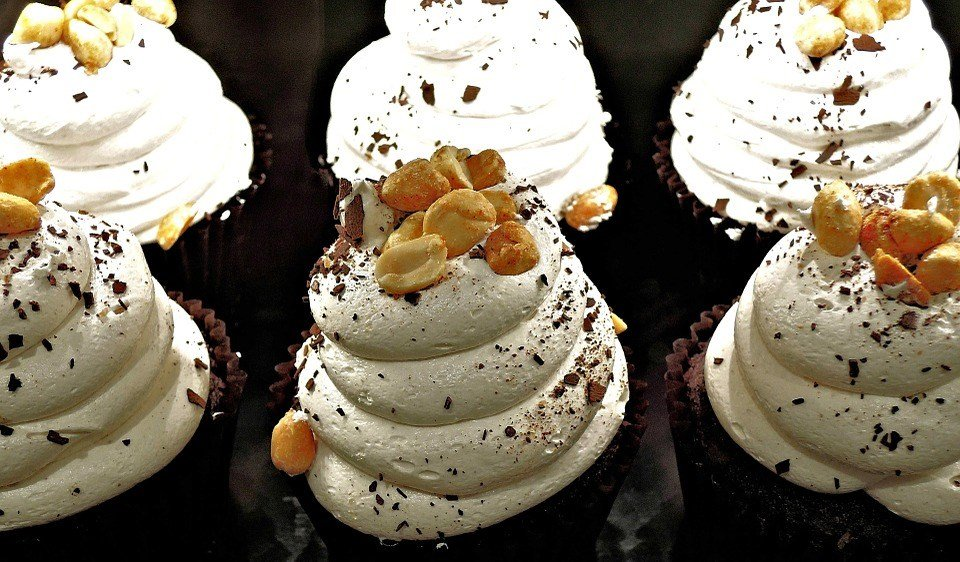 Chocolate cupcakes with whipped cream. Yeah. (Source: Pixabay)