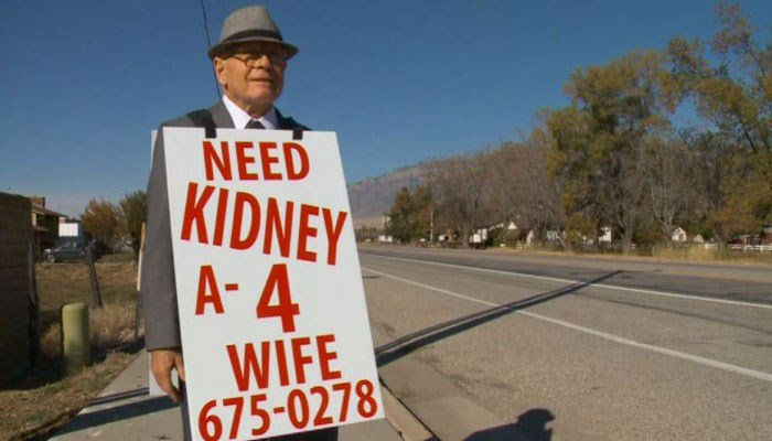 Elderly Man Takes to Streets to Find Wife Kidney Donor