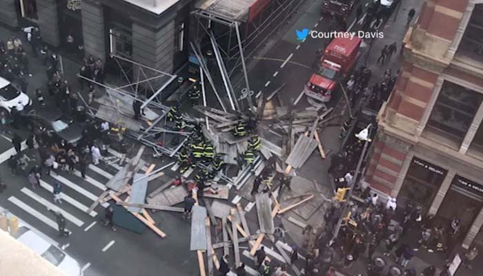 Scaffolding collapses into New York City street, 5 hurt