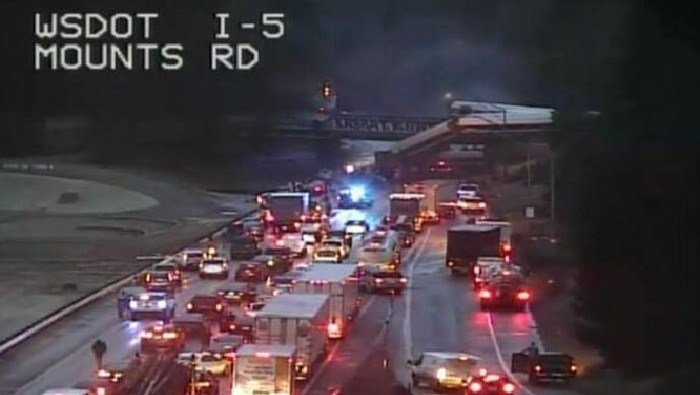 An Amtrak train derailed south of Tacoma, WA, on Monday morning and fell onto Interstate 5. (Source: @wsdot_tacoma/Twitter)
