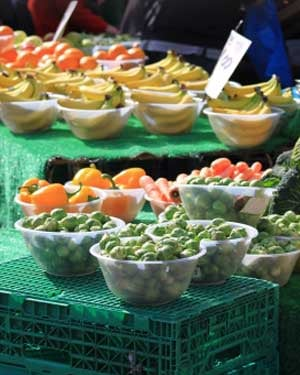 Some nutritionists say people on food stamps can make many meals buying whole, raw foods. (Photo: Simon Howden / FreeDigitalPhotos.net)