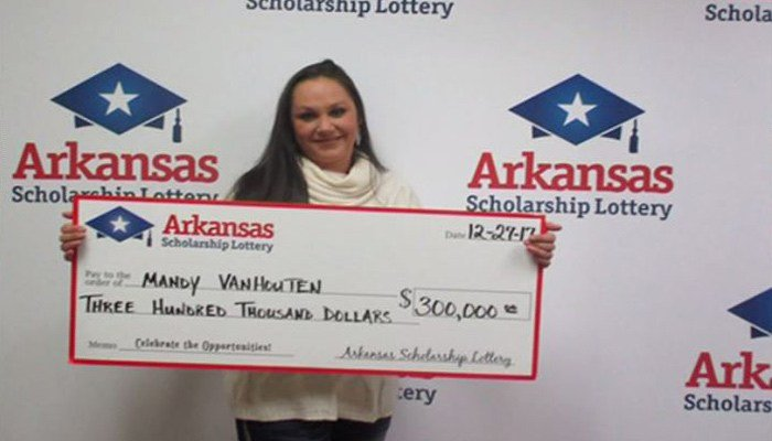 Waitress says lottery-winning coworker was supposed to share