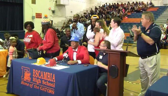 Mother walks out after WR recruit Jacob Copeland picks Florida