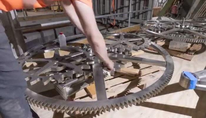 Amazon founder Jeff Bezos is building a gigantic, 10,000-year solar powered clock. (Source: Jeff Bezos/Twitter/CNN)