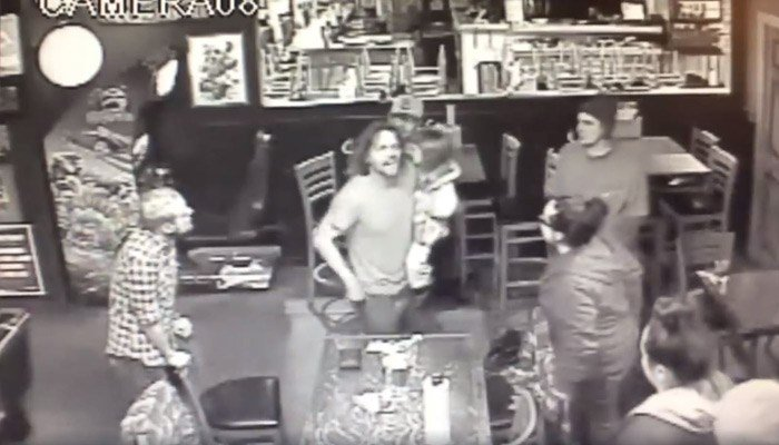 Video captures man holding his 4-year-old daughter during bar fight