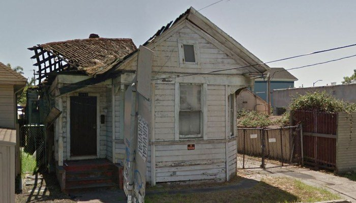 The house at 1094 Alcatraz Avenue, in Oakland, CA. (Source: Google Street View)