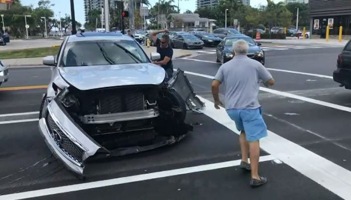 Driver uses sledgehammer to stop SUV from leaving crash scene