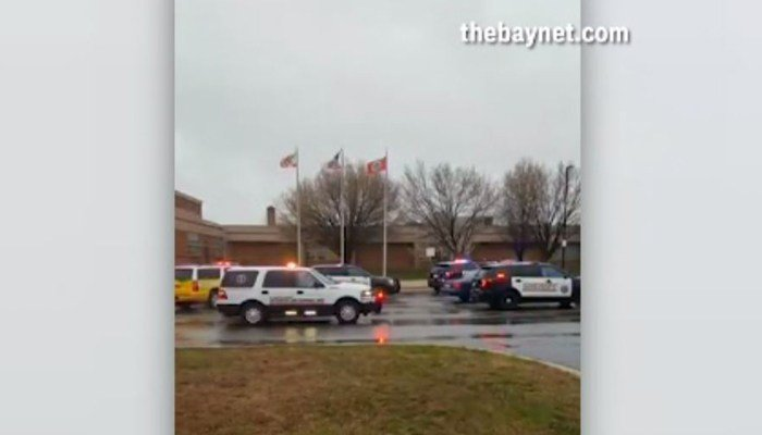 Police, FBI and the ATF respond to a high school in Maryland where three students were injured in a shooting. (Source: thebaynet.com/CNN)