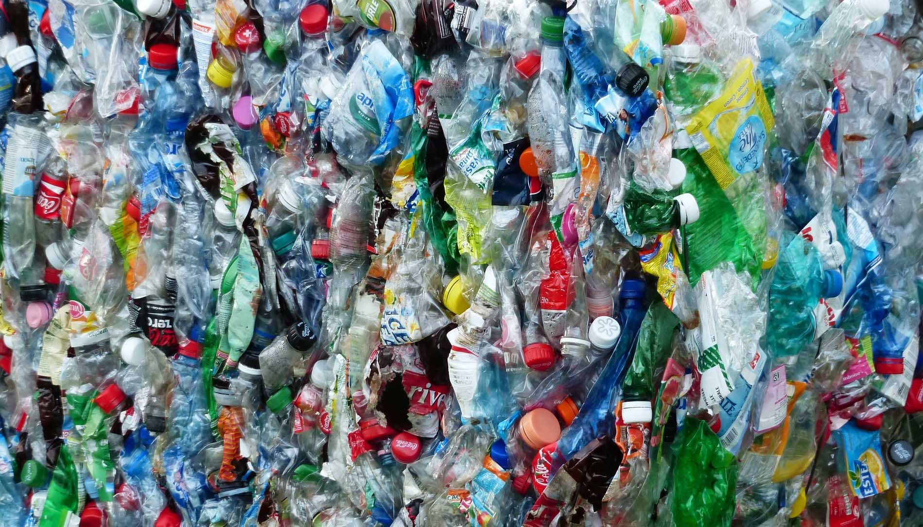 A new substance that degrades plastic could help address environmental pollution. (Source: Pixabay)