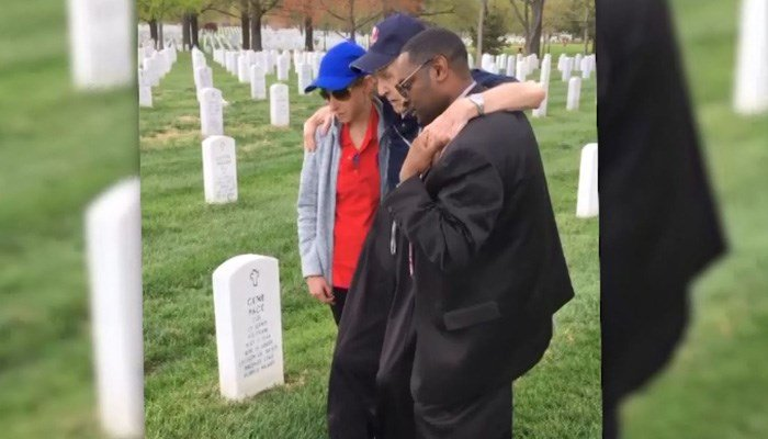 Volunteers carry North Carolina WWII veteran who couldn't walk to wife's grave