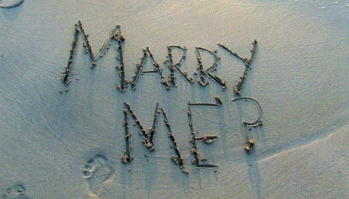 Toddler answers nature's call during marriage proposal