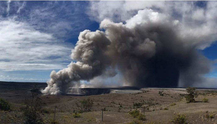 Hazardous cloud spreads from where lava hits sea
