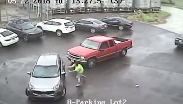 Man smashes SUV with sledgehammer, attacks passenger in Port Richmond parking lot