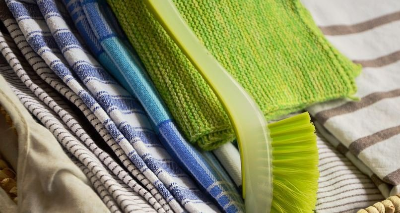 According to researchers, 49 percent of the kitchen towels collected in the study had bacterial growth which increased in number with extended family, presence on children and increasing family size. (Source: Pixabay)