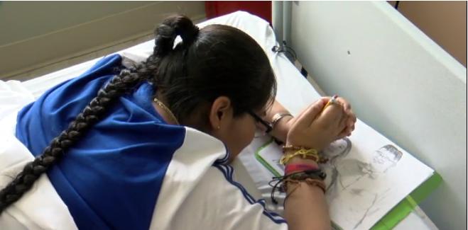 Kelcee Yazzie is a quadriplegic who doesn't let her disabilities hamper her art. (Source: KRQE/CNN)