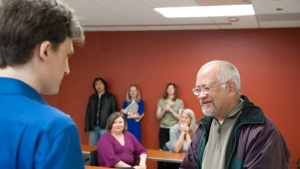 Kidney donor Ray Fearing, left, meets recipient Erwin Gomez, a 67-year-old cardiovascular surgeon. (Source: Northwestern Memorial Hospital)