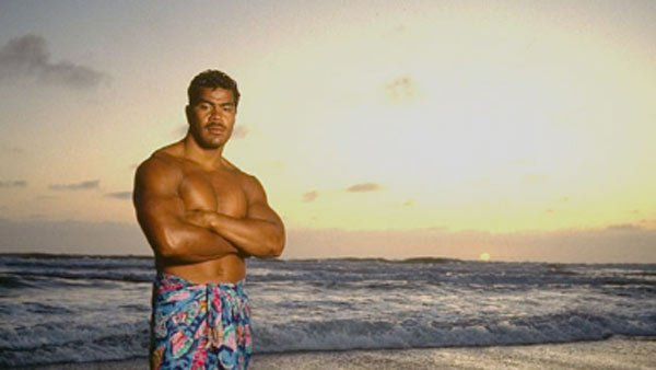 Junior Seau, in a 1993 Sports Illustrated photo shoot. (Source: Twitter)