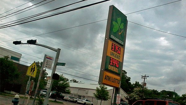 The national average price for a gallon of unleaded gas has fallen 3 cents from last week. (Source: luna715/Flickr)