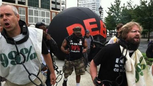 Hundreds of protesters converged on the Bank of America building in Charlotte, NC. (Source: WBTV)