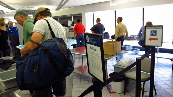 Passengers line up to get past security at an airport in Little Rock, AR. (Source: Lincoln Adams/Flickr)