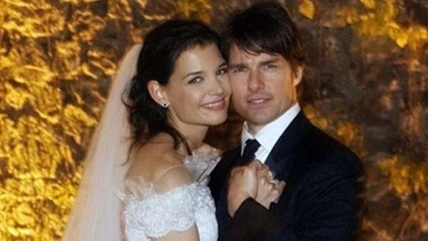 Actor Tom Cruise posing with actress Katie Holmes at their wedding at Castello Odescalchi on Nov. 18, 2006. (Source: Armani)