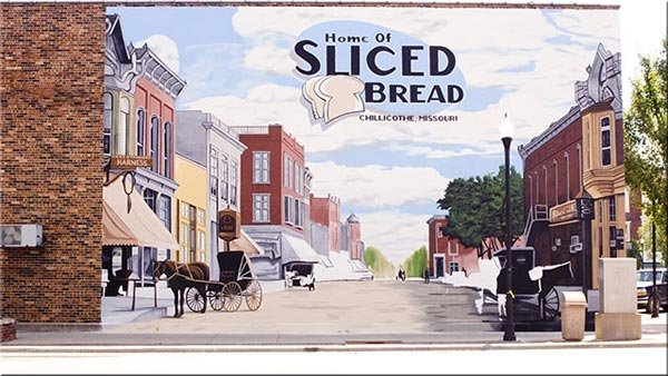 A mural in Chillicothe, MO, commemorates the first loaves of sliced bread that were sold to the public on July 7, 1928. (Source: Constitution-Tribune)