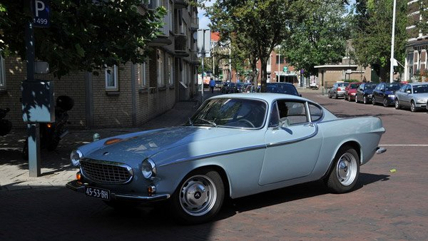 A New York man is on the verge of reaching 3 million miles driven in his 1966 Volvo P1800, like the one pictured. (Source: FaceMePLS/Flickr)