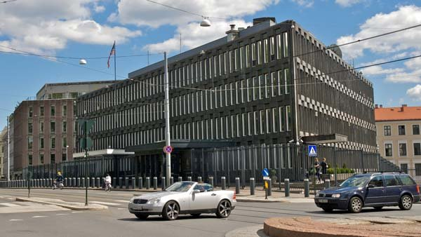 The area surrounding the US embassy in Oslo, Norway has been cleared after a suspicious object was found underneath a car parked nearby. (Source: Kjetil Ree/Wikicommons)