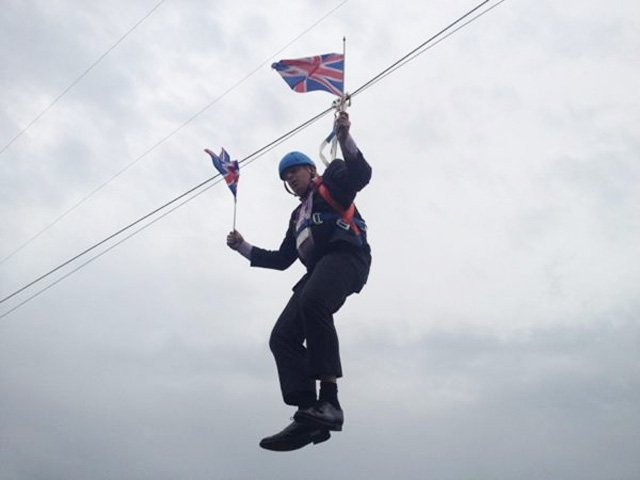 London Mayor Boris Johnson had a bit of bad luck Wednesday, left hanging after a failed trip down a zip line. (Source: Rebecca Denton/Twitter)