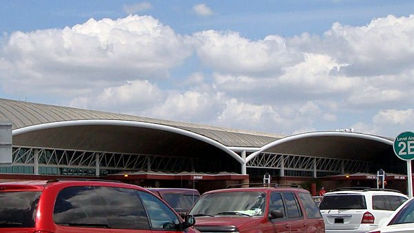 People were evacuated from both terminals at the San Antonio International Airport after an official said a credible bomb threat was called in. (Source: Wiki Commons)