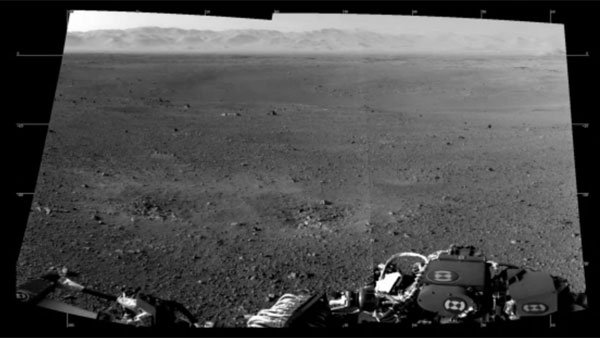 Two of the first full-resolution images of Mars show the rim of Gale Crater in the distance. (Source: NASA/JPL-Caltech)