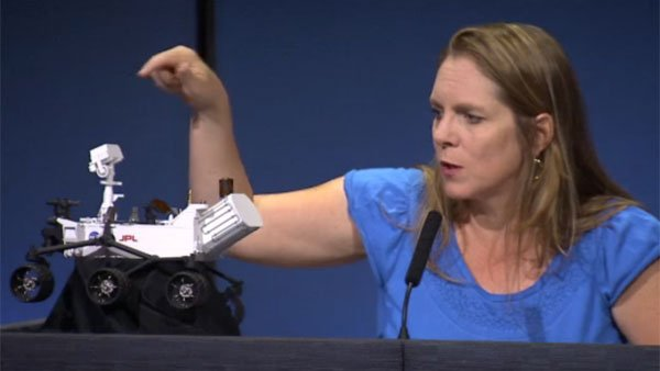 Jennifer Trosper, a project systems engineer with the NASA Jet Propulsion Laboratory, points out details on the Curiosity rover at a press conference on Aug. 8. (Source: NASA)