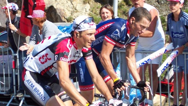 Ivan Basso (left) and Lance Armstrong (right). (Source: Wikimedia/Petrusbarbygere)