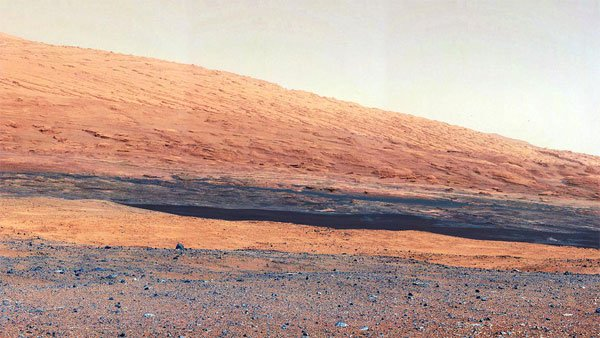 An image from NASA's Mars Curiosity rover shows the geology of Mount Sharp on the Red Planet. (Source: NASA/JPL-Caltech/MSSS)
