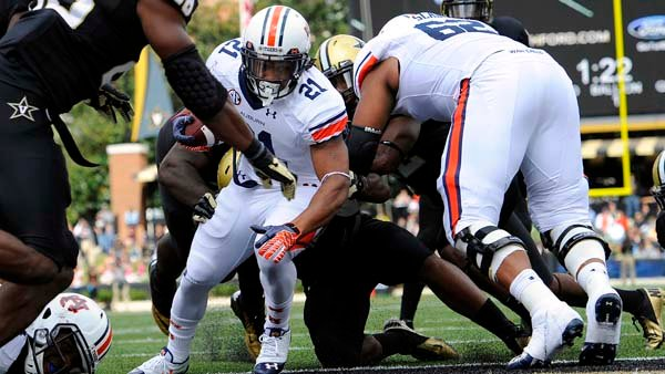 Auburn's Tre Mason runs for a touchdown against Vanderbilt. (Todd Van Emst/Auburn University)
