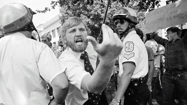 A man attempts to break through a police line and heckles Iranian demonstrators in Washington D.C. during the Iranian hostage crisis in 1980. (Source: Wiki Commons/Durova)